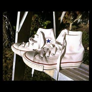 Hightop converse sneakers